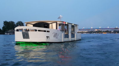 Boat Tour Belgrade with your friends1